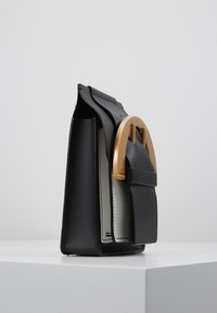 ZAC Zac Posen - BUCKLE PHONE CHAIN CROSSBODY COLORBLOCK - Umhängetasche - black - 3