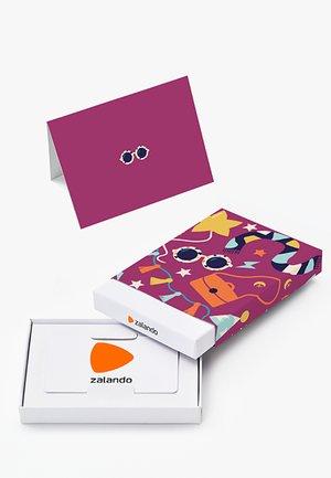HAPPY BIRTHDAY - Box med presentkort - purple