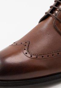 JOOP! - KLEITOS BROUGE LACE UP - Elegantní šněrovací boty - cognac - 5