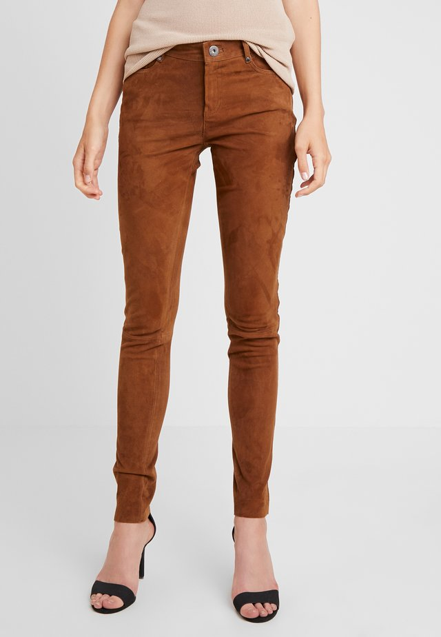 PANDORA3 - Leather trousers - tobacco