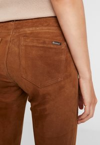 Oakwood - Pantalón de cuero - tobacco - 4
