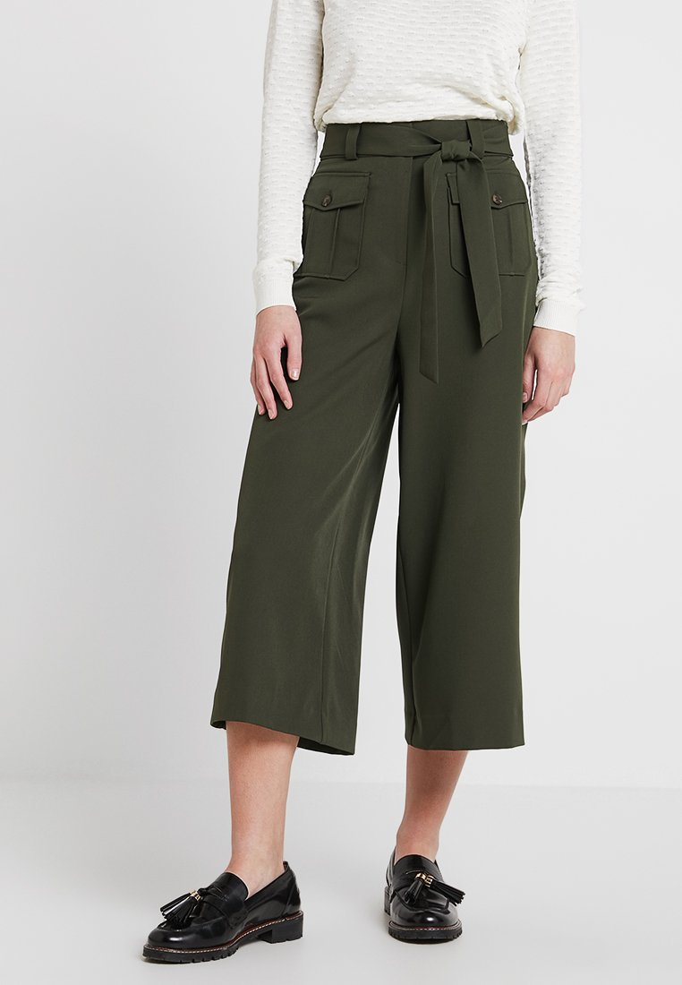 New Look - UTILITY POCKET TIE WAIST CROP - Stoffhose - dark green