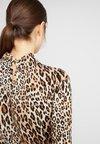 Dorothy Perkins - TWIST NECK  - Bluse - animal