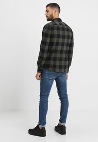 Only & Sons - ONSGUDMUND CHECKED - Skjorta - forest night - 2