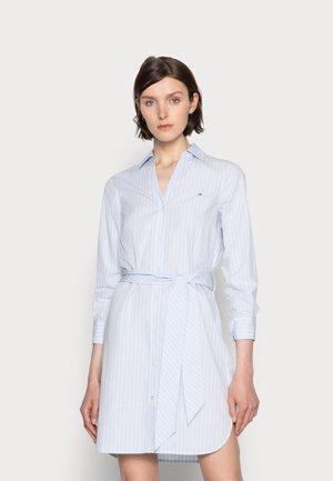 MONICA KNEE SHIRT DRESS - Vestido camisero - blue