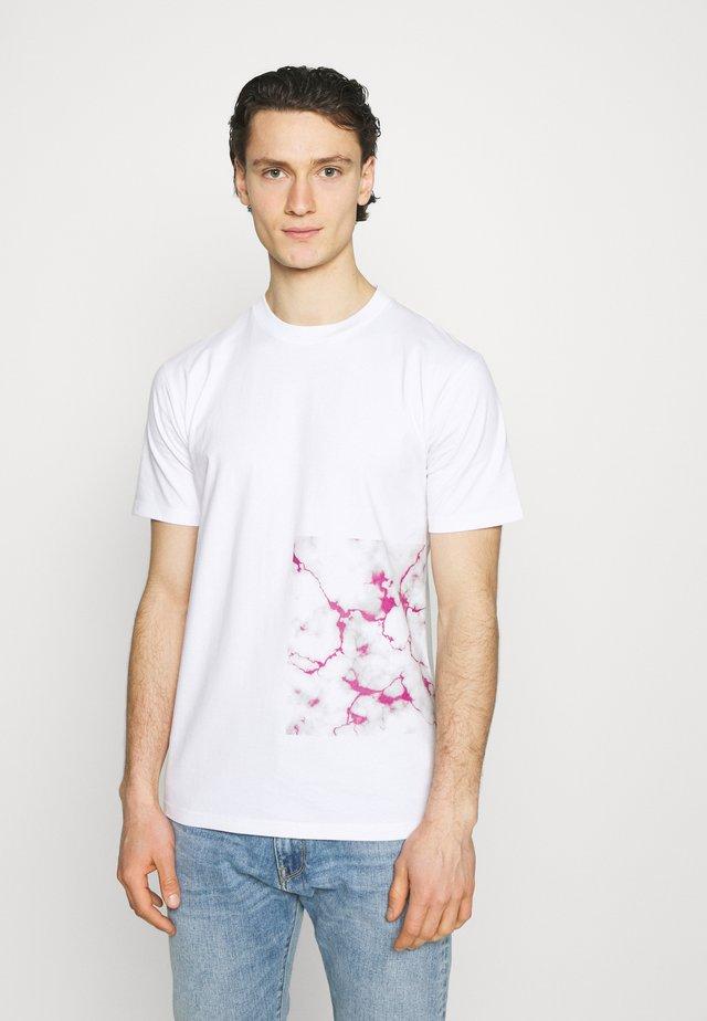 BARCODE - T-shirt con stampa - white