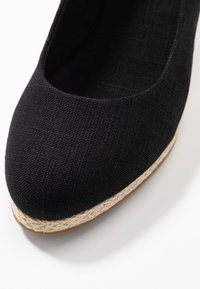 Evans - WIDE FIT SLING BACK WEDGE - Sandalias de cuña - black - 2