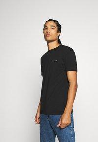 Calvin Klein Jeans - 3 PACK SLIM TEE - T-paita - black/ grey heather/bright white - 1