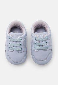 BOSS Kidswear - TRAINERS - Babyschoenen - pale blue - 3