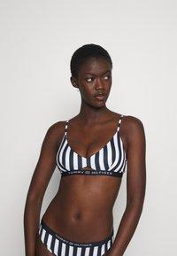 Tommy Hilfiger - CORE SOLID BRALETTE - Bikini top - blue - 0