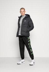 Nike Sportswear - PANT - Tracksuit bottoms - black/green - 1