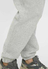 MAMALICIOUS - Tracksuit bottoms - light grey melange - 4