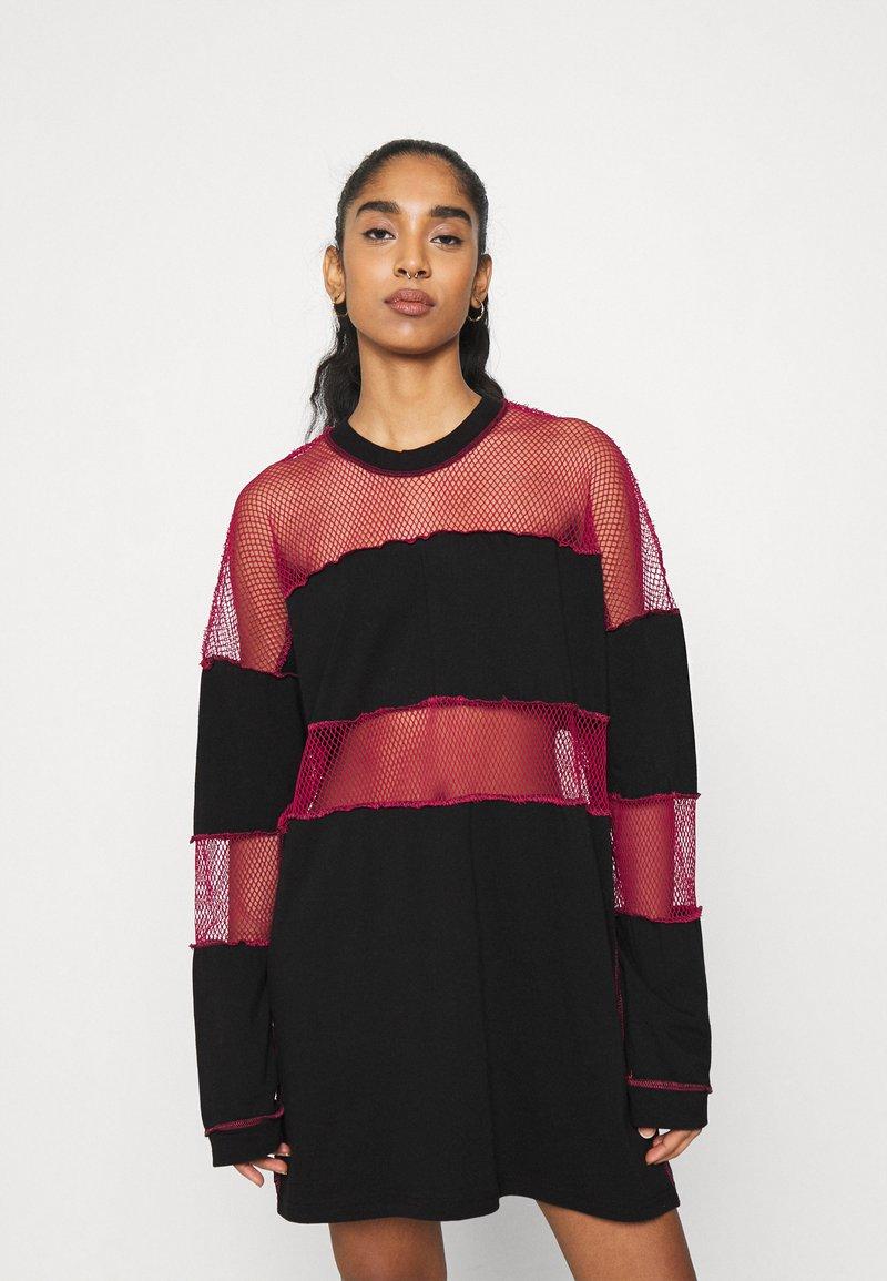 The Ragged Priest - FISHNET SKATER DRESS - Jersey dress - black/red