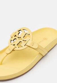 Tory Burch - MILLER CLOUD - T-bar sandals - butter yellow - 6