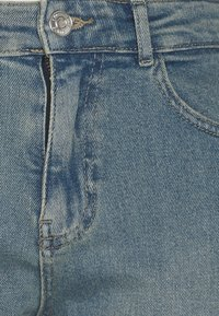 Noisy May Petite - NMKATY MOM - Relaxed fit jeans - light blue denim - 2