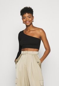 Glamorous - CROP ASYMMETRIC ONE SLEEVE 2 PACK - Long sleeved top - black / forest green - 1