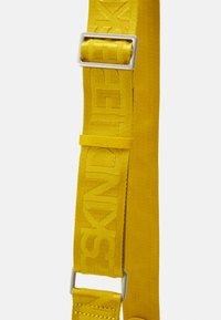Liebeskind Berlin - BUCKET BAG - Across body bag - cream gold - 3