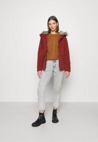 ONLY - ONLNEWLUCCA JACKET - Zimní kabát - fired brick - 1