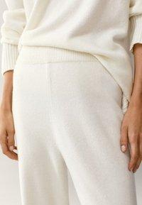 Massimo Dutti - MIT MANSCHETTENSAUM - Trousers - white - 1