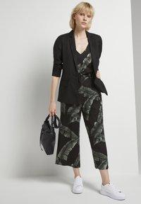 mine to five TOM TAILOR - Jumpsuit - black tropical leaves design - 1