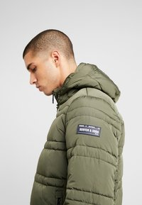 Scotch & Soda - CLASSIC HOODED PRIMALOFT JACKET - Vinterjacka - army - 4