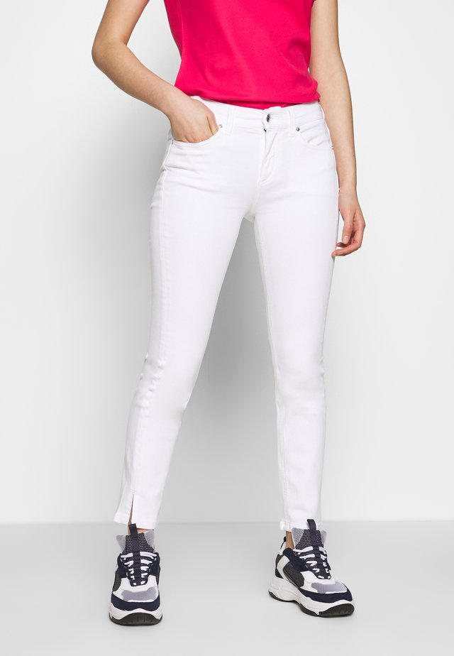 MID RISE ANKLE - Jeans Slim Fit - calvin white