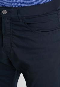 Nike Golf - FLEX 5 POCKET PANT - Trousers - black/wolf grey - 5