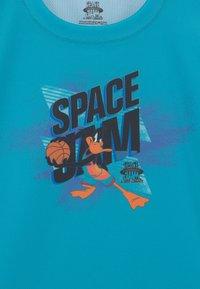 Outerstuff - SPACE JAM JUMP BALL SHOOTER TEE UNISEX - Print T-shirt - teal - 2
