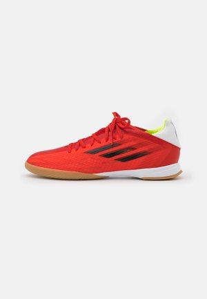 X SPEEDFLOW.3 IN - Botas de fútbol sin tacos - red/core black/solar red