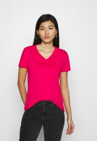 Tommy Hilfiger - NEW VNECK TEE - Basic T-shirt - bright jewel - 0