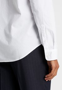 GAP - BASICS SLIM FIT - Hemd - optic white - 4