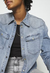 G-Star - WESTERN RELAXED  - Button-down blouse - destroyed denim - 6