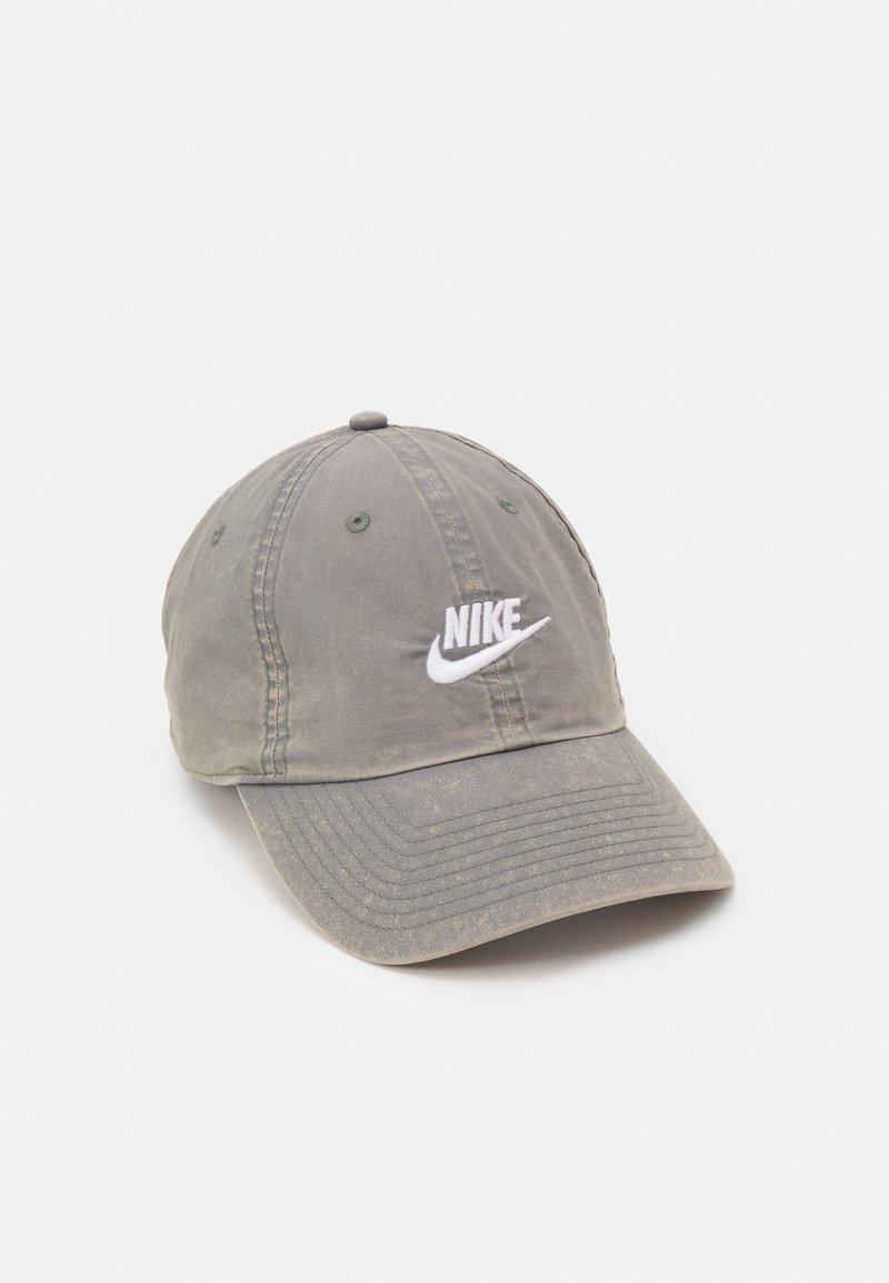 Nike Sportswear - BEACH WASH UNISEX - Keps - smoke grey