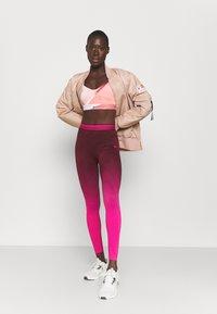 Reebok - SEAMLESS - Collants - maroon/pursuit pink - 1
