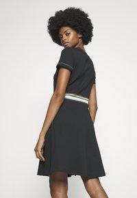 edc by Esprit - RAINBOW - Žerzejové šaty - black - 2