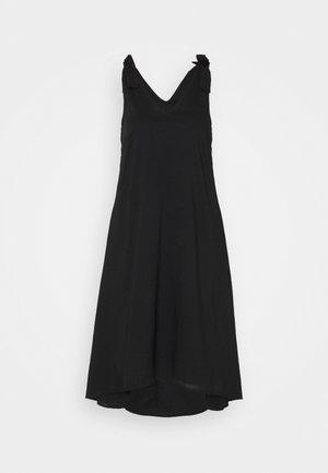 VMKARLA CALF DRESS PETITE - Sukienka letnia - black