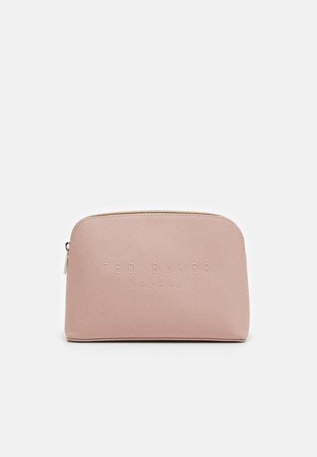 CROSSHATCH DEBOSS MAKEUP BAG - Trousse - pink
