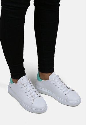 COSMOS ACCENT HOLOGRAPHIC DERBY  - Trainers - white