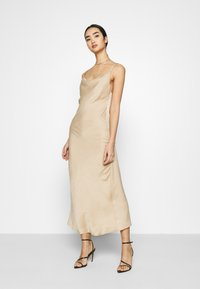Vero Moda - VMCENTURY OPEN BACK DRESS - Ballkjole - gilded beige - 0