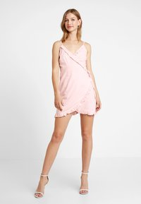NA-KD - QUEEN OF JETLAG OVERLAPPED FRILL DRESS - Day dress - dusty pink - 1