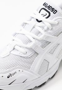 ASICS SportStyle - GEL-1090 - Joggesko - white - 2
