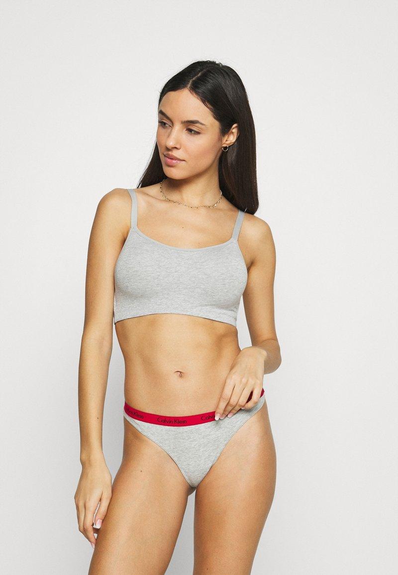 Calvin Klein Underwear - THONG 3 PACK - Thong - red gala/grey/constellation
