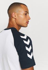 Hummel - T-shirts print - white - 3