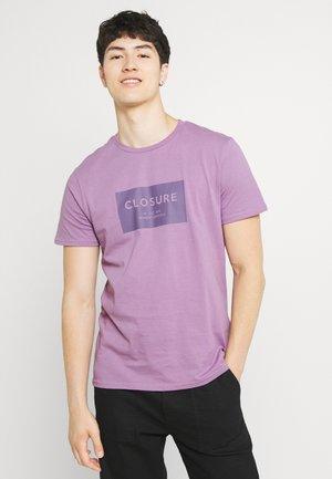 TONAL BOX LOGO TEE - Print T-shirt - dusty purple