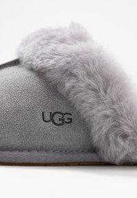 UGG - SCUFFETTE II - Pantoffels - grey - 2