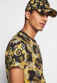 Versace Jeans Couture - PRINT NEW LOGO - T-shirt imprimé - nero - 3