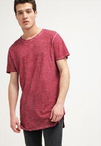Urban Classics - Basic T-shirt - burgundy - 0