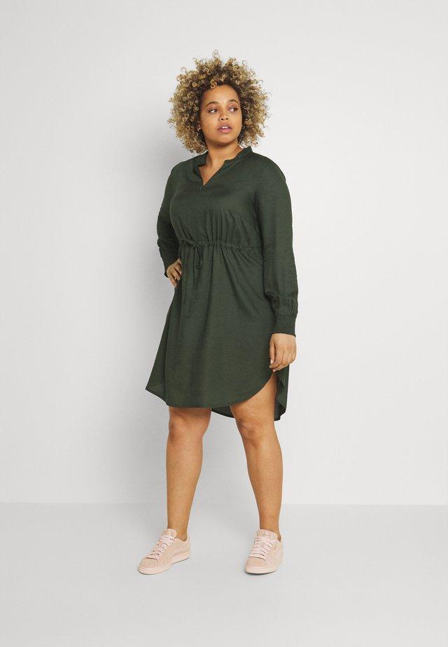 MLZION LIA DRESS - Korte jurk - duffel bag