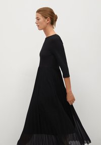 Mango - PLISSÉE - Maxi dress - noir - 3
