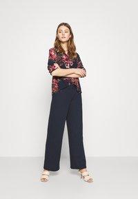 Vero Moda - VMNEWSUNILLA - Button-down blouse - navy blazer - 1
